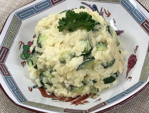 【ポテトサラダ】 ポテサラに、燻製醤油をかけてみて。 おつまみにピッタリ♡