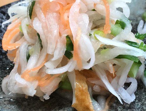 【酢の物】 お寿司屋さんを使って、酢の物。 ちょっと暑くなってきたので、サッパリと食べれる一品。